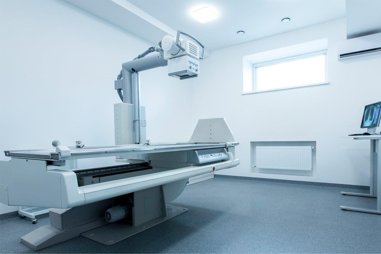 Röntgengerät in Behandlungsraum