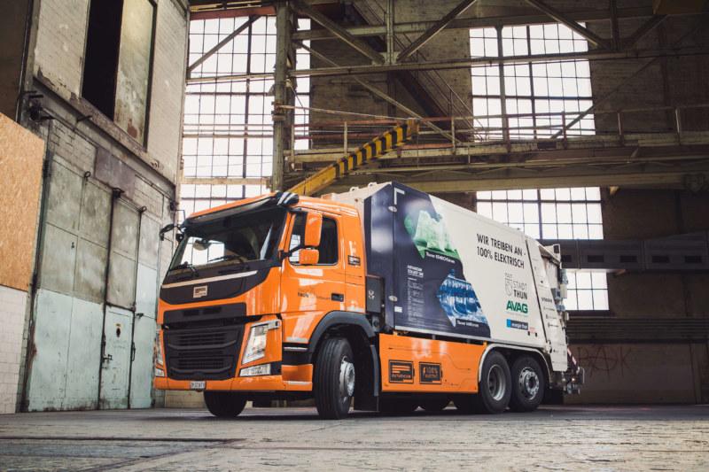 swissplast fertigt auch Bauteile für elektrische LKW