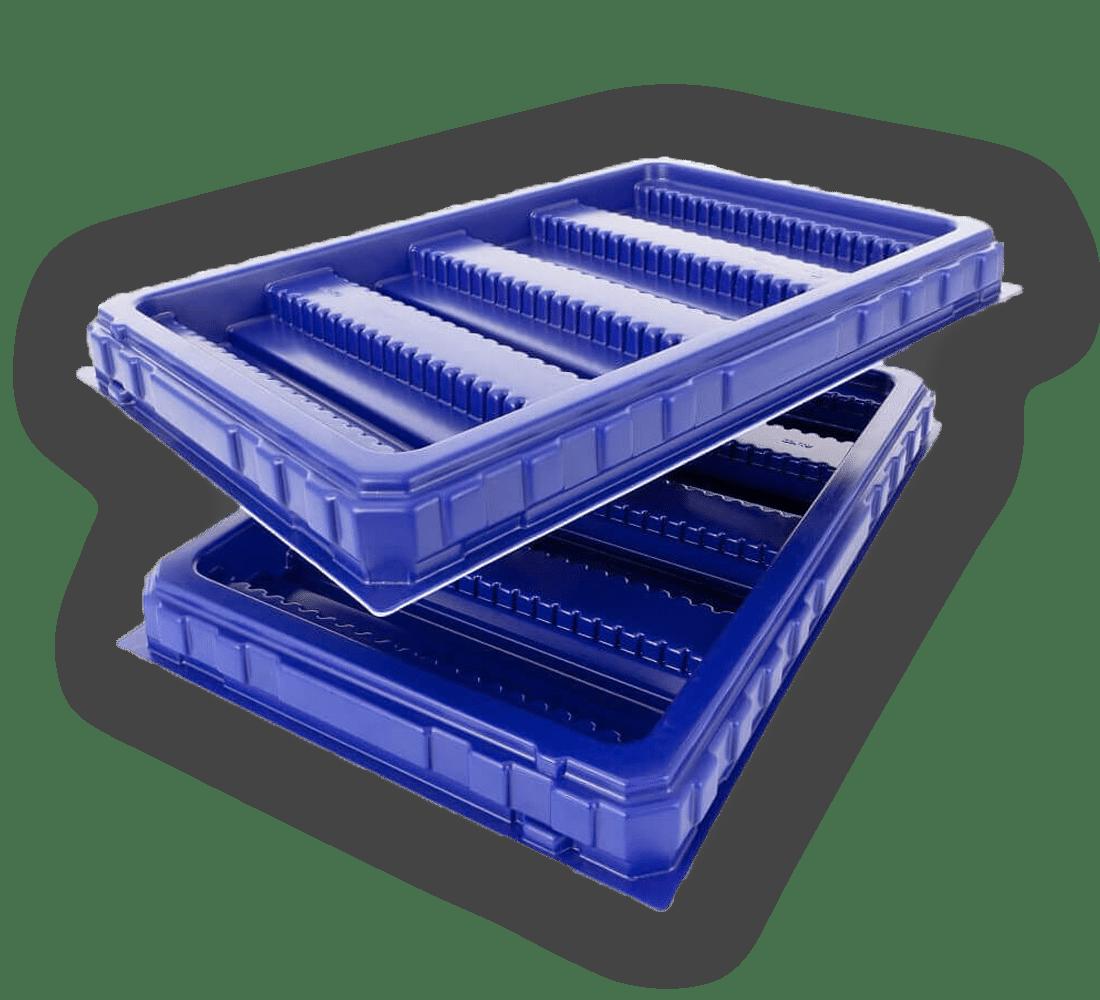 blaue Zwischenlagen aus Kunststoff, die übereinander liegen